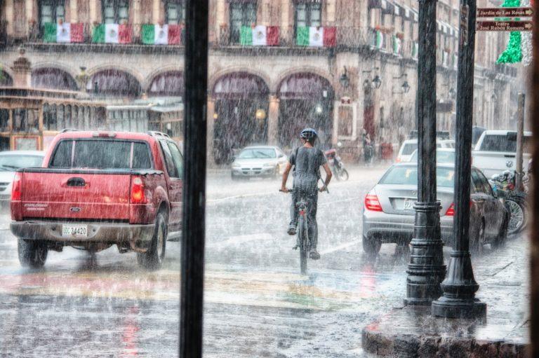 مخاطر المطر والماية علي موتور السيارة